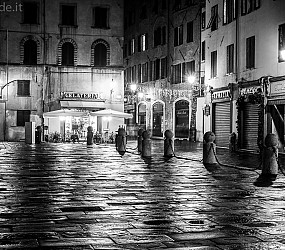 Lucca by night sotto le feste